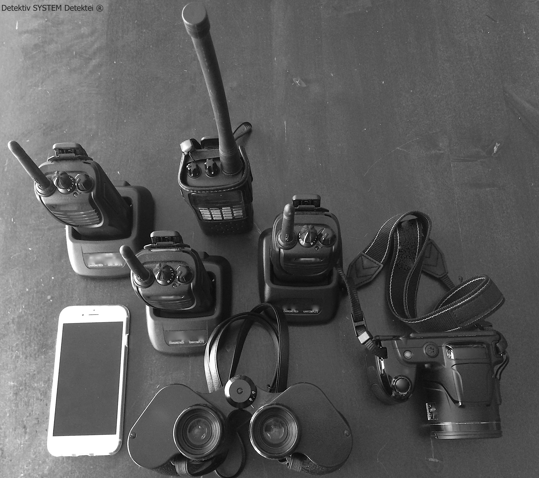 Detektei mit moderner klassischer Ausrüstung