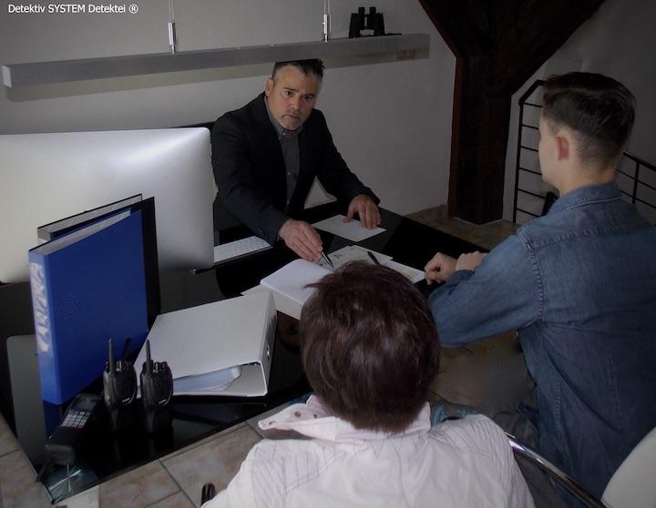 Erteilung des Auftragsmandats im Detektivbüro