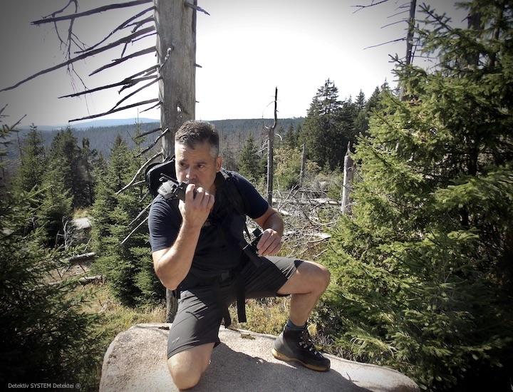 Privatdetektiv observiert im Bergterrain